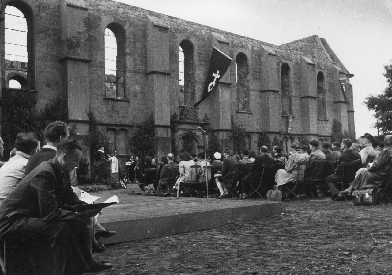 Memorial Service for the victims of war in all the world, held in the ruins of the Aegidienkirche during The LWF Second Assembly in Hanover, Germany.  Photo: LWF Archives