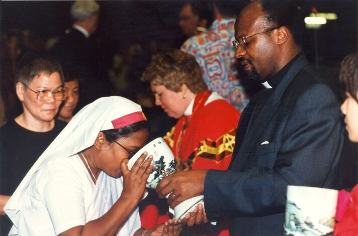 A woman takes communion during the LWF Nineth Assembly in Hong Kong, China.  Photo: LWF Archives