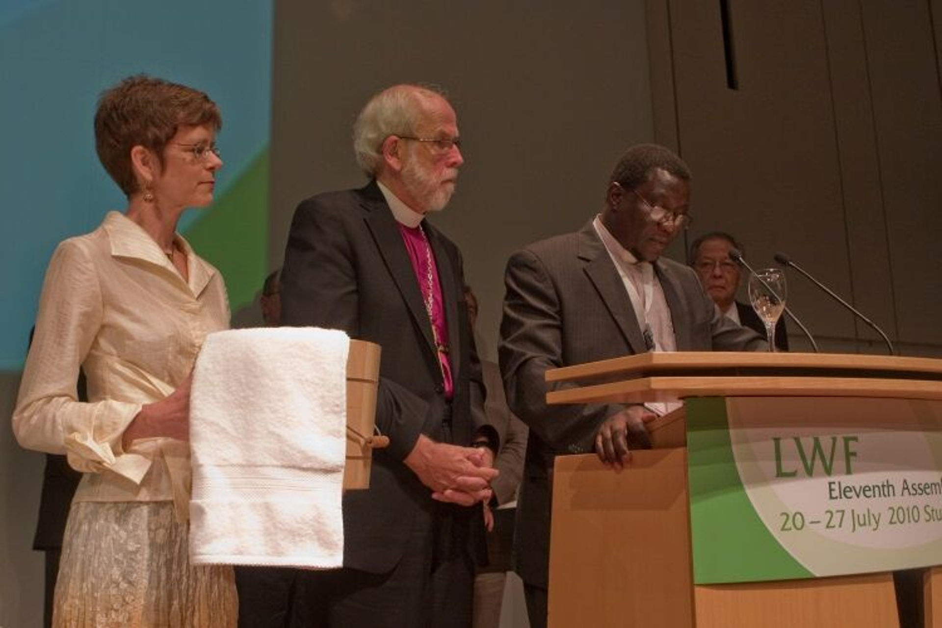 Mennonites accept forgiveness of Lutherans at the Tenth Assembly in Germany.  Photo: LWF Archives